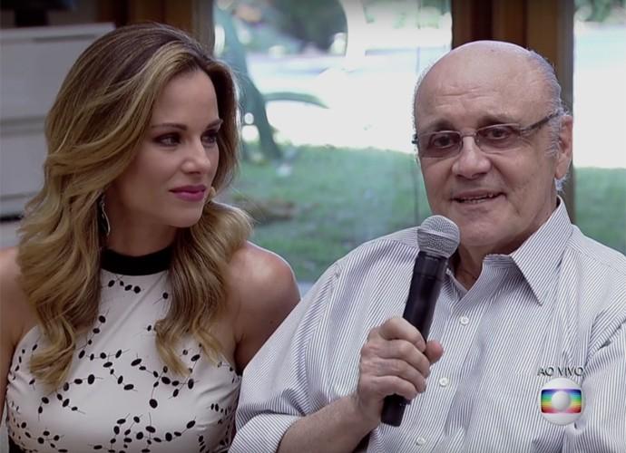 Ana Furtado chora enquanto seu pai participa do 'É de casa' (Foto: TV Globo/Reprodução)