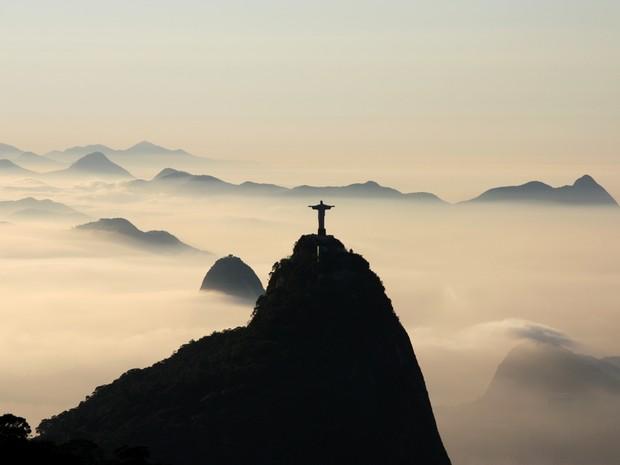 Dia amanheceu com nevoeiro no Rio nesta quarta-feira (Foto: Marcos Estrella/TV Globo)