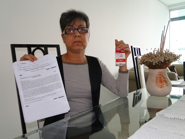 Maria do Carmo Xavier precisa do remédio como tratamento complementar. (Foto: Alex Araújo/G1)