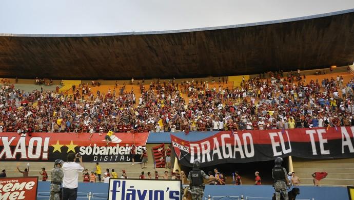 Torcida do Atlético-GO no Serra Dourada (Foto: Guilherme Gonçalves/GloboEsporte.com)