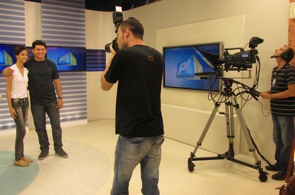 Estudantes conhecem a sede da emissora e aprendem sobre jornalismo  (Foto: Katylenin França/TV Clube)