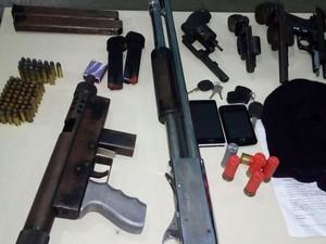 Polícia prendeu cinco por porte ilegal de armas (Foto: Divulgação/ PM-BA)