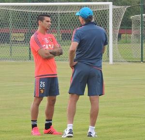 Falcão; Mark González; Sport (Foto: Lucas Liausu)