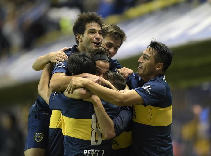 Jogadores do Boca comemoram gol (Foto: AFP)
