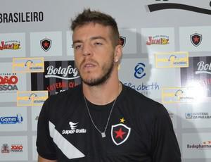 Roberto Dias, zagueiro do Botafogo-PB (Foto: Amauri Aquino / GloboEsporte.com/pb)