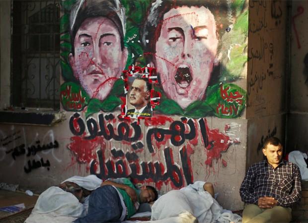 Manifestantes contra Morsi dormem nesta terça-feira na praça  Tahrir  (Foto: Reuters)