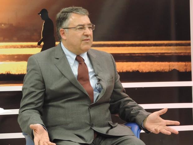 Governador Raimundo Colombo anunciou antecipação de 50% do 13º salário dos servidores  (Foto: Géssica Valentini/G1)