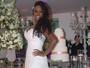 Adélia posa de noiva, mas revela que adiou casamento pela segunda vez