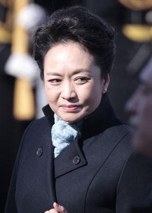 Peng Liyuan causou admiração, especialmente nas redes sociais (Foto: Ivan Sekretarev/AP)
