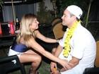 Rodrigo Phavanello beija loira na sua festa de aniversário em Búzios, no Rio