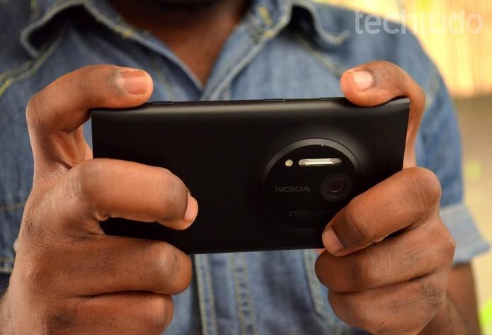 Lumia 1020 e outros aparelhos da geração passada mantém bom desempenho após atualização (Foto: Anna Kellen Bull/TechTudo)