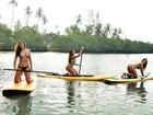 Musas mostram desenvoltura (e boa forma) em aula de stand up paddle