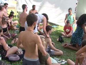 Festival também tem oficina de massagens (Foto: Reprodução/RBSTV)