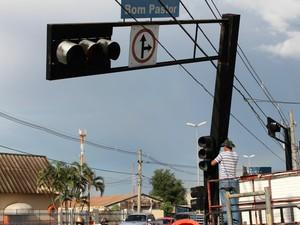Temporal danificou semáforo em cruzamento do bairro Vilas Boas (Foto: Nadyenka Castro/ G1 MS)