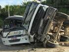 No AM, acidente entre caçamba e micro-ônibus deixa um ferido