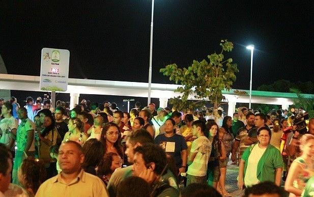 População de Manaus prestigiou a inauguração do relógio (Foto: Frank Cunha/ GE AM)