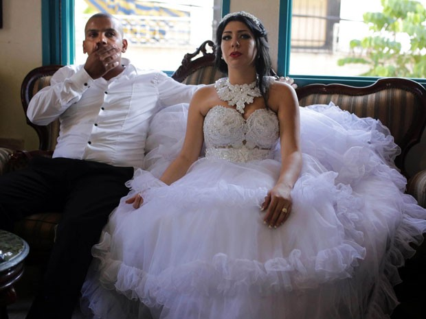 Mahmoud Mansour e Morel Malcha, no dia de seu casamento  (Foto: AFP Photo/Daniel Bar-On)