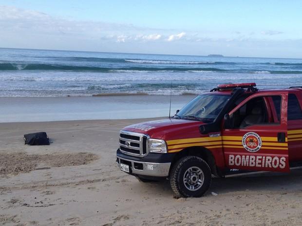 Corpo foi encontrado na manhã desta segunda-feira (22) em Florianópolis (Foto: Naim Campos/RBS TV)