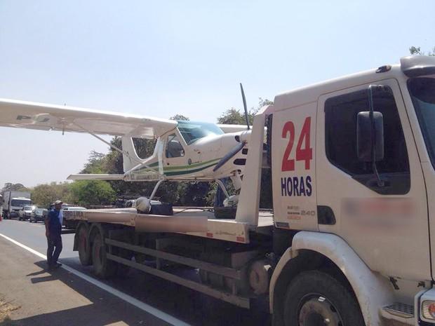 Avião pouso pista Arcos  (Foto:  Jader Dantas/Arquivo Pessoal)