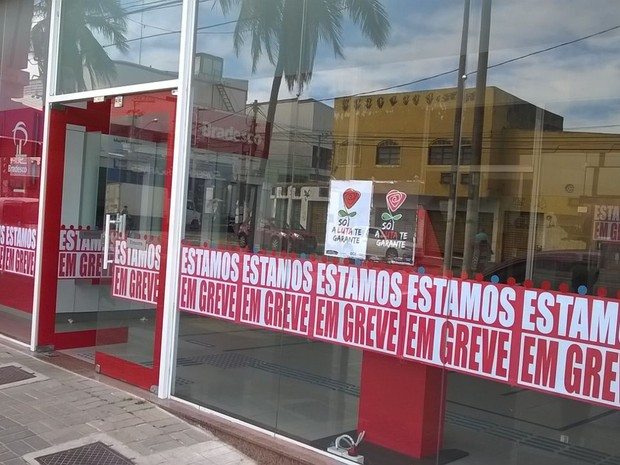 Agências de Cabo Frio aderem grave nacional dos bancários (Foto: Ariane Marques/Inter TV)