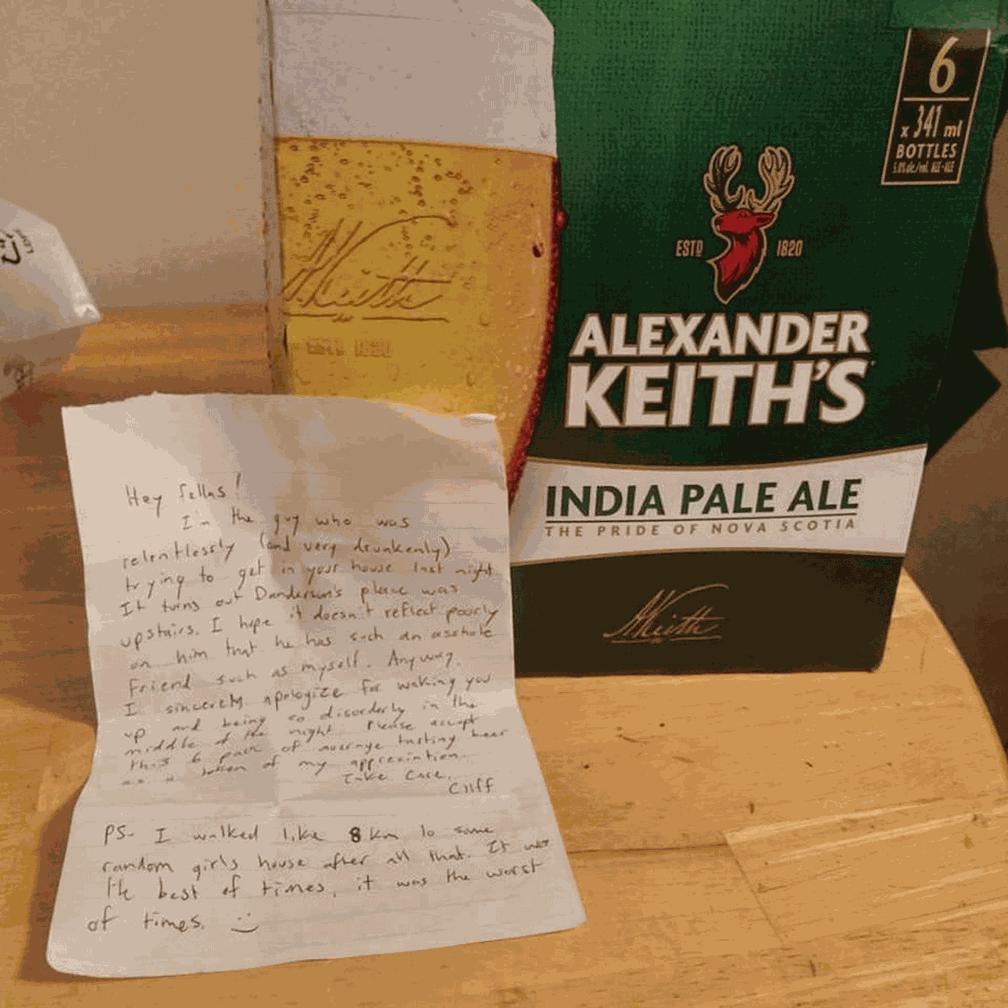 O bilhete de Cliff e as 'cervejas do perdão' (Foto: Caitlynne Hines/Facebook)