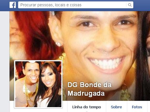 Dançarino do Bonde da Madrugada postou foto ao lado da cantora Anitta (Foto: Reprodução/Facebook)