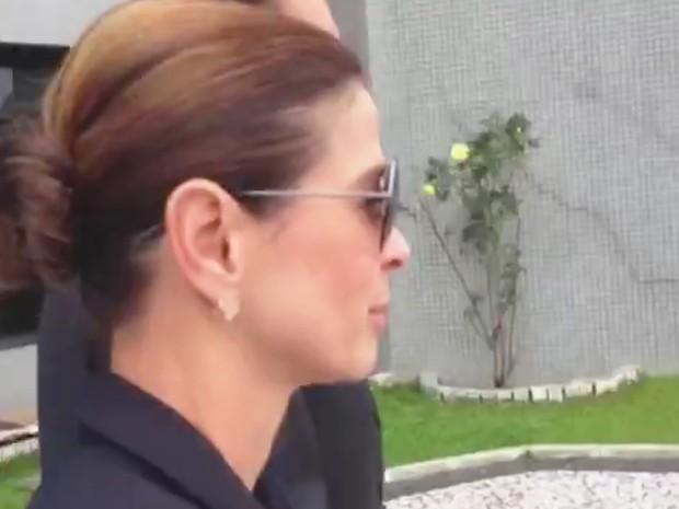 Claudia Cruz deixa carceragem da PF em Curitiba após visitar o marido Eduardo Cunha (Foto: Reprodução/RPC)