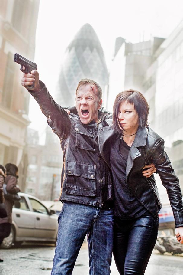 Jack Bauer (Kiefer Sutherland) e Chloe O'Brian (Mary Lynn Rajskub) em 24 Horas: Viva um Novo Dia, que estreia na Globo no dia 20 de julho, após o Fantástico (Foto: Divulgação Fox)