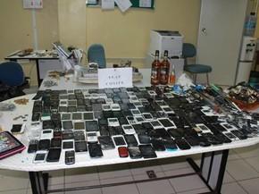 Objetos apreendidos com dentro da cadeia (Foto: Antonio Assis/Seap)