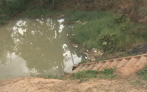 Moradores realizam trabalho de concientização ambiental (Foto: Jornal do Acre)