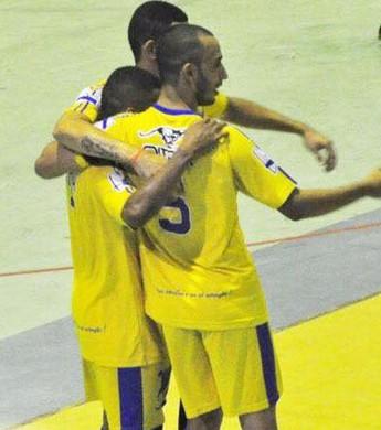 Jogadores comemoram a vitória que dá a liderança ao Constelação (Foto: página do Constelação)