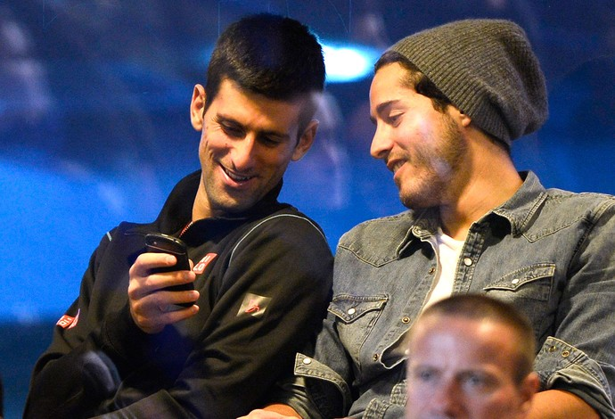 Novak Djokovic asistindo ao jogo  Chelsea contra Schalke Liga dos Campeões (Foto: Reuters)