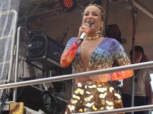 Claudia Leitte se apresenta no Circuito Dodô do carnaval de Salvador, neste domingo (19). famosos* (Foto: Midiã Noelle / G1)