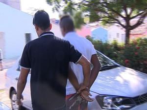 Suspeito foi transferido para o Departamento de Grupos Vulneráveis (Foto: Reprodução/TV Sergipe)