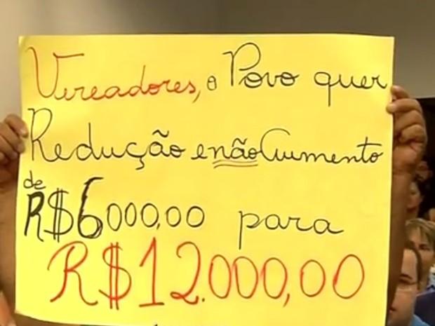 Moradores protestaram contra o aumento do salário (Foto: Reprodução/TV TEM)