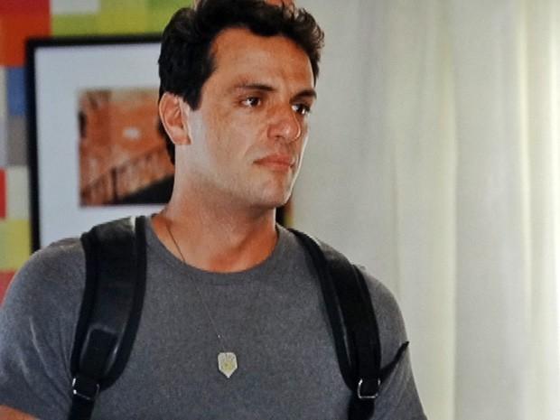 Théo pede perdão de Érica e confessa que foi um cafajeste (Foto: Salve Jorge/TV Globo)