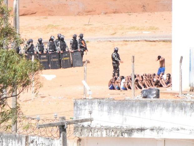 Bope entrou na Penitenciária de Alcaçuz para revista  (Foto: Fred Carvalho/G1)