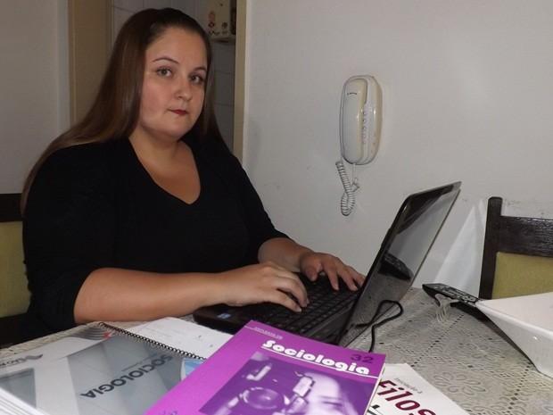 Bruna passou em segundo lugar no concurso da Secretaria de Educação (Foto: Marcos Lavezo/G1)