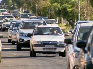 Trânsito é principal afetado com o crescimento da população (Foto: Cláudio Oliveira/EPTV)