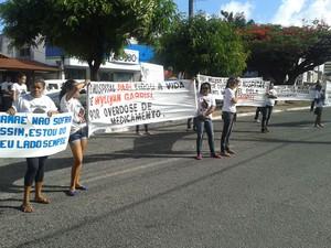 Protesto foi realizado na tarde desta segunda em frente ao Hospital Papi, em Natal (Foto: Victor Lyra/Inter TV Cabugi)