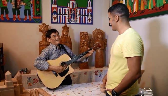 Escultor Mestre Expedito mostra o seu lado musico no quadro 'Fora do Ar' (Foto: Reprodução/Rede Clube)
