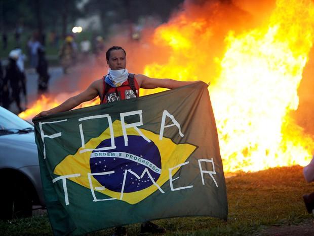 Resultado de imagem para depredação dos ministerios em brasilia