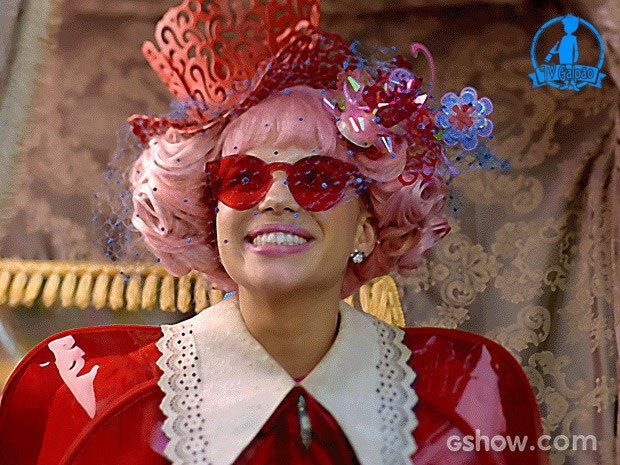 Professora Juliana surgiu com figurino todo vermelho (Foto: Meu Pedacinho de Chão/TV Globo)