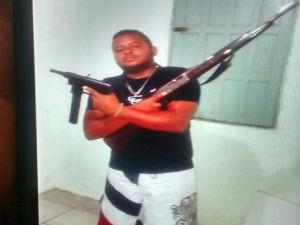 Polícia encontrou imagens de Sérgio exibindo armas em celular apreendido (Foto: Divulgação / Polícia Civil)