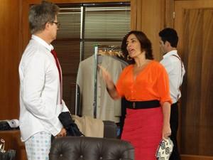 Roberta invade pega Felipe só de cueca (Foto: Guerra dos Sexos / TV Globo)
