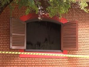 Fogo começou em um quarto (Foto: Reprodução / TV TEM)
