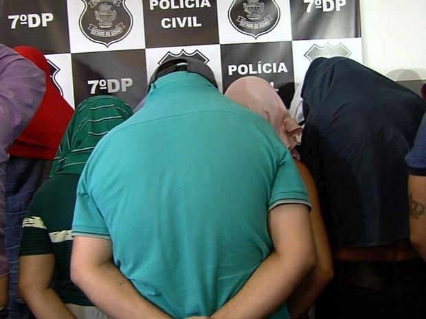 Onze são presos suspeitos de atuar em esquema de 'pirâmide financeira' em Goiás (Foto: Reprodução/TV Anhanguera)