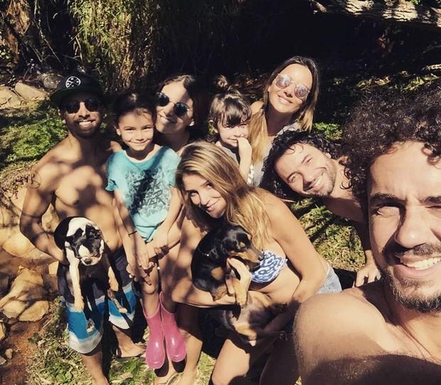 Rafa Brites com amigos (Foto: Instagram / Reprodução)