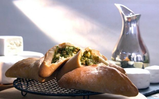 Esfiha de espinafre e queijo feta (Foto: GNT)