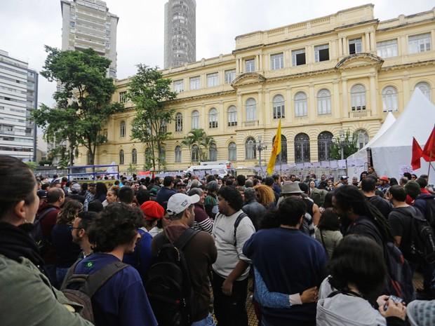 Professores fizeram ato do Largo do Arouche até a Praça da República, onde pararam diante da Secretaria da Educação (Foto: Nelson Antoin/Fraime/Fraime/Estadão Conteúdo)